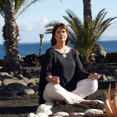 Carolyn gives mindfulness and yoga retreats regularly in Playa Blanca.