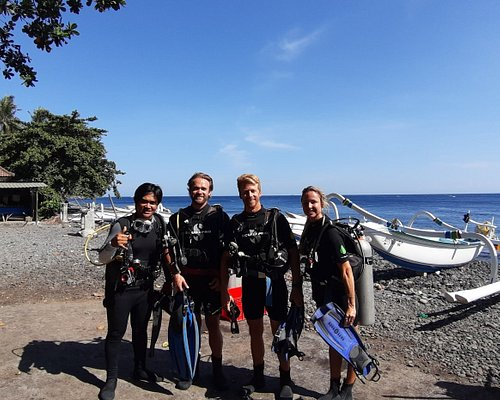 This is how we enter the ocean, just walk in and directly down to an amazing underwater world of indian ocean in Tulamben Bali, rich with critters, warm water even you can dive without wetsuit and clear visibility.  Hey buddy, let's smile and keep memory before scuba dive.  Cheers 👌🤙🙏 I Wayan Sunarta  Info@tourdivebali.com tourdivebali.com
