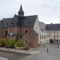 La chapelle Sainte-Catherine à gauche et le couvent des Dominicaines à droite