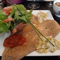 Galette Arlequin (fondue de poireaux, tomates...)