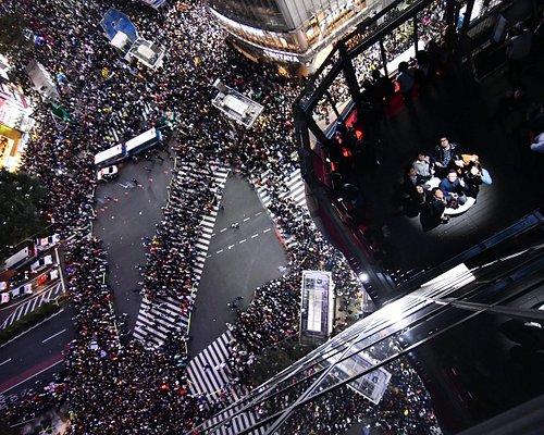 こちらも【COSSING PHOTO】で撮った10月31日ハロウィン渋谷の様子です!とても迫力ある写真ですよね!