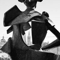 Monumento a Juan Belmonte med hål i hjärtat