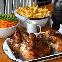 En La Panka encuentras el pollo a la brasa más delicioso de todo el Perú, nuestro famoso y riquísimo Pollo Pellejo Galleta