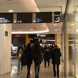 Entrée de la FNAC-Paris Forum des Halles, côté Passage des Verrières du Westfield Forum des Halles, Paris 1er