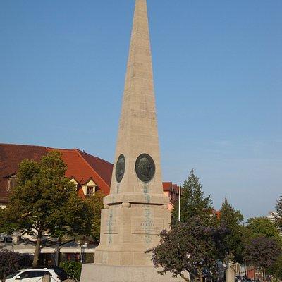 Der Obelisk in voller Größe