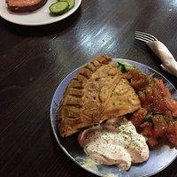 Бутерброд с сёмгой и пирог с телятиной (подаётся с салатом)