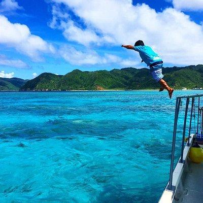 島人船長とあそぼう!ため息が出るほど透きとおったブルーの網取の海へご案内いたします。