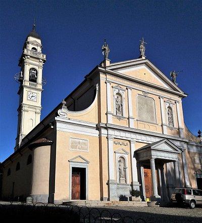 La facciata della Chiesa ed il campanile