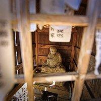 長福寺:出島の椎の脇にある石仏