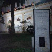 Plaza Constitución: Placa Homenaje y Vista de la Iglesia Nuestra Señora del Socorro- Ciudad de San Pedro- Bs.As. 2019.