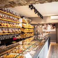 Finalmente rinnovati e con tantissime novità........ Il piacere di gustare un buon caffe' e i nostri dolci di produzione artigianale........