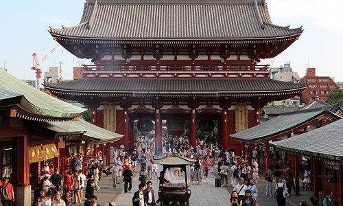 浅草 浅草寺での1枚。 歴史を遡ると浅草寺は飛鳥時代から繁栄してきたとのこと。日本を象徴する観光地として外国人観光客で溢れていました!