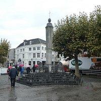 Statyn De Perroen i Maastricht