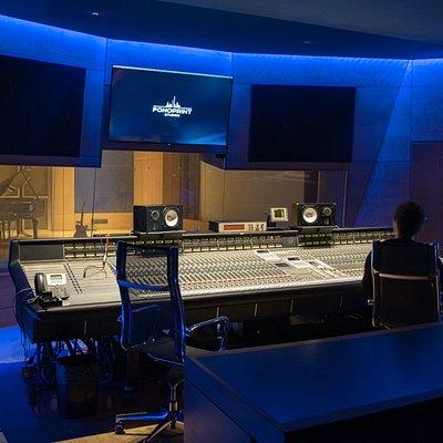 Lo Studio A è il cuore di Fonoprint e del Museo del Suono e della Canzone. In questa sala hanno registrato e continuano a registrare i più grandi artisti della musica italiana come Vasco Rossi, Zucchero, Lucio Dalla e tanti altri.