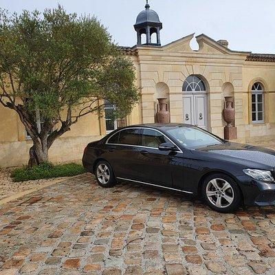 Devant le célèbre Château Petrus à Sain Emilion !