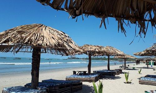 Prachtig strand met ligbedden en strandtent  (Paradise Beach)