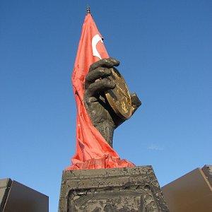Kahramanmaras Madalya Anıtı 5