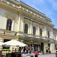 Секешфехервар. Театр имени Вёрёшмарти на Fő Street.