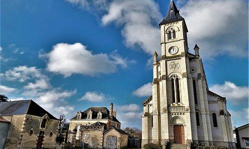 Remarquable par ses dimensions, cette église est une réalisation architecturale particulièrement réussie.