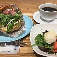 生ハムクリームチーズカルネ(サラダ、コーヒーまたは紅茶付)