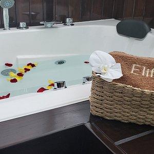 Jacuzzi con Hidromasajes y baños de burbujas