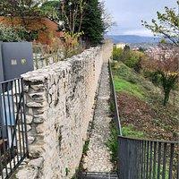 le mura nei pressi di porta Tione