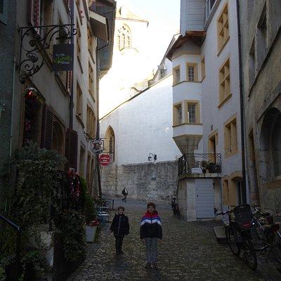 Une ruelle reliant le haut et le bas de la vieille ville