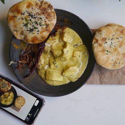 Lababdaar Paneer with Garlic Naan