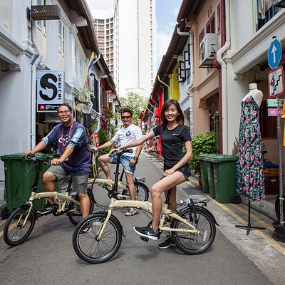 Singapore bicycle tour. The only bicycle tour that comes with a story, the tour starts from the beginning to the present of Singapore.