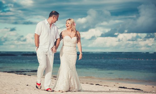 The best photographer in Mauritius at Dmanclicks.om brings innovative thoughts in making your wedding album a treasure of memories. Hire the best, visit https://dmanclicks.com/ to check out the packages.