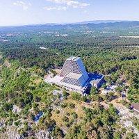 Vista del Tempio Mariano di Monte Grisa con il drone