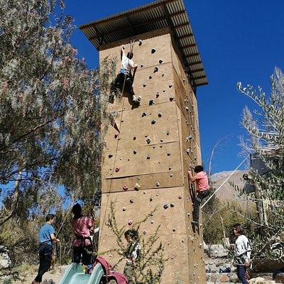 Clases de escalada en muro para todas las edades.