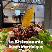 Notre restaurant se trouve au Diamant en Martinique, face au marché et à la plage.