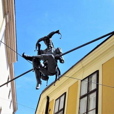 Секешфехервар. Скульптура шута на пересечении улиц Кошута и Вашвари.
