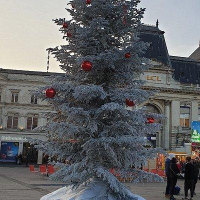Photos avant l'ouverture officielle du marché de Noël le Mans