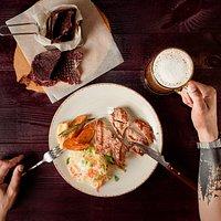 Чипси з телятини, корейка зі свинини та справжнє живе нефільтроване пиво з власної пивоварні Reikartz