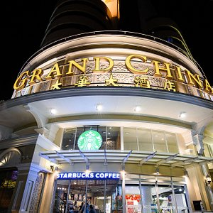 Grand China Hotel is located in the heart of the business area at the Ratchawong and Yaowarat Road intersection, consisting of an exclusive group of people, food and the beautiful culture which is always awake and one of the liveliest districts in Bangkok. Grand China Hotel warmly welcomes all guests to experience the oriental atmosphere of Thailand.