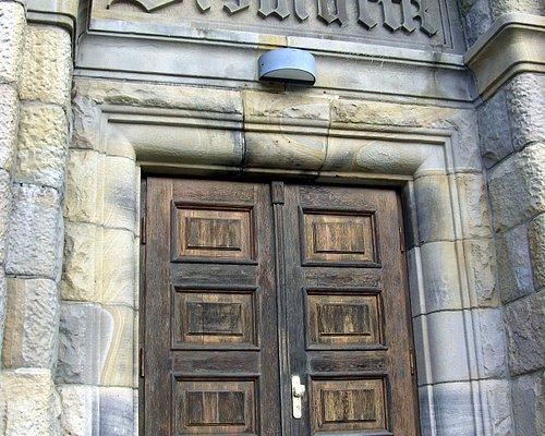 Die Eingang-Türe...