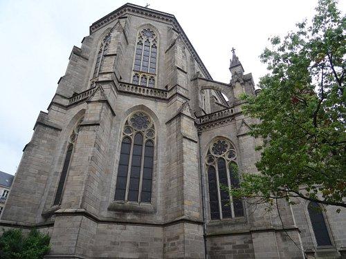 La basilique vue de la rue Saint Malo