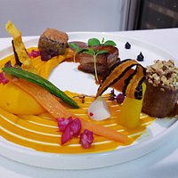 Porc Noir de Bigorre de trois façons, déclinaison de carotte, jus réduit aux épices douces