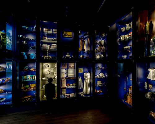 Nieuw in het museum is het Wonderkabinet op de benedenverdieping. In een permanente tentoonstelling worden bijzondere voorwerpen uit de gemeentegeschiedenis van Echt-Susteren gepresenteerd.