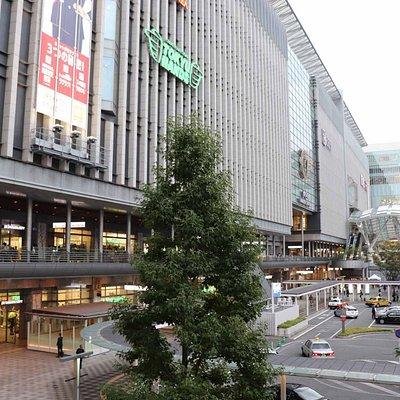 巨大な博多駅ビルに入っているデパートです