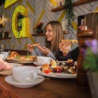 В Giardino вы можете как посидеть с друзьями, так и взять еду с собой!