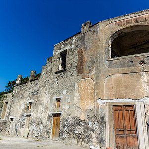 Wine tour and tasting in Pompeii with Margherita