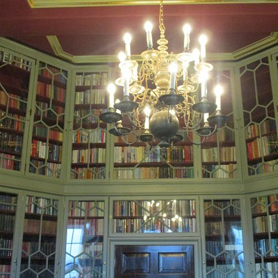 Double level Library in the Octagon