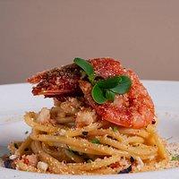 Spaghetti al rosso di Mazzara del vallo con mollica tostata.
