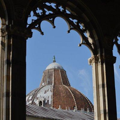 vista della cupola del Battistero dall'interno del Camposanto