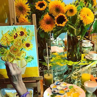 Paint like Van Gogh workshop in Amsterdam. We love Sunflowers! It was truly a Fun and Fantastic Van Gogh day!