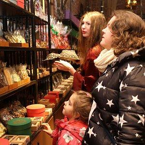 Посетители магазина Шоколада в Выборге