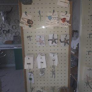 Küpe, kolye, takı, aksesuar, taç, incili taçlar, erkek bileklik, yüzük, erkek kolye, geçici dövme, toka, toka çeşitleri